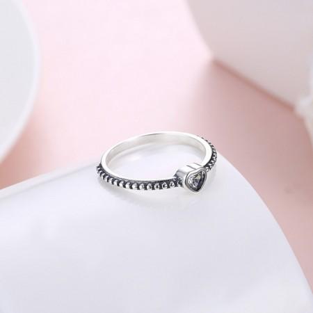 Sølv ring med hjerte med sten