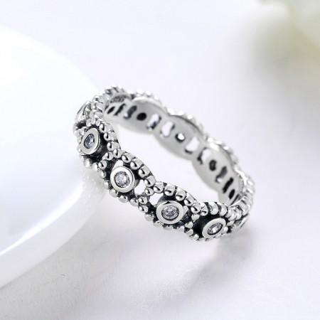 Sølv ring med flet mønster med zirconia stene