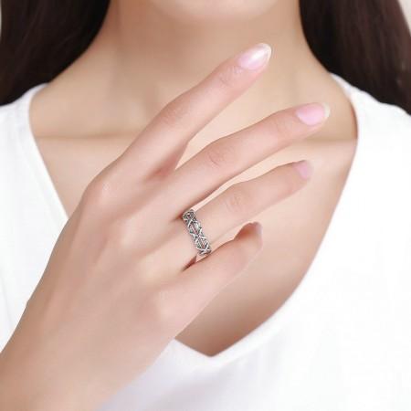 Sølv ring med krydser og zirconia stene