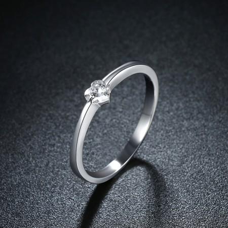 Sølv ring med hjerteformet zirconia