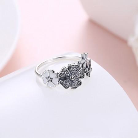 Sølvring med blomster, med emalje og zirconia stene.
