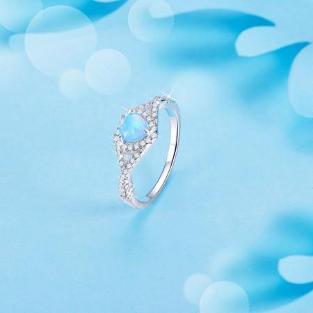Sølv ring med opal hjerte og zirconia.