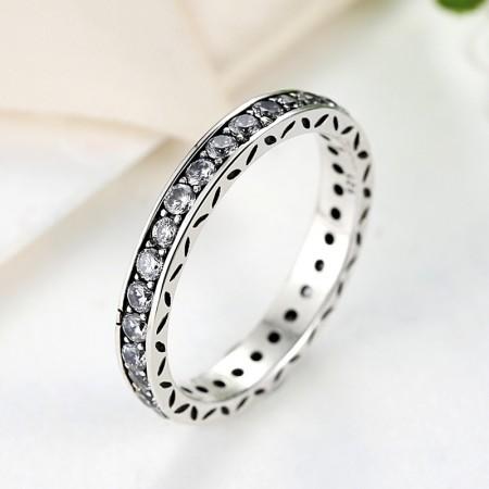 Sølv ring med zirconia stene på række