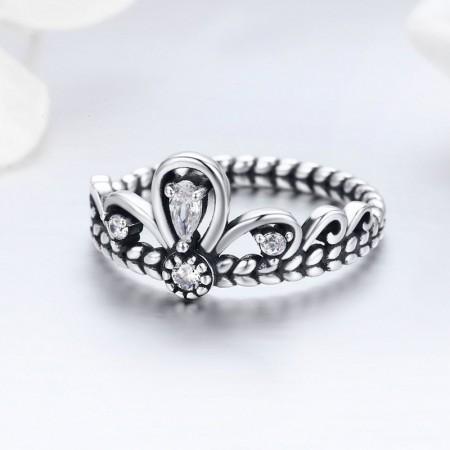 Sølv ring med krone form med zirconia