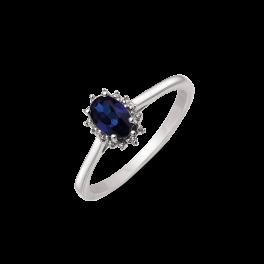 14 kt. hvidguld ring oval safir og 2 brillanter. Mål: 8,03 x 6,19 mm. Brillant ialt 0,007 ct. w/pk1. (Dette smykke kan købes som sæt)