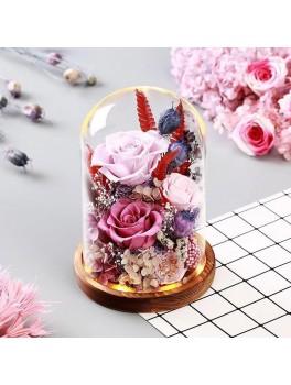 Dekoration af tørrede blomsteri glaskuppel med træ fod og LED-Lys.